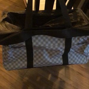 Thirty -one extra large utility tote with lid